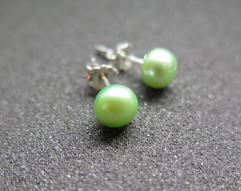 green pearl earrings in sterling silver.  pearl jewelry. stud earings.