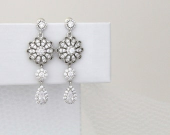 Crystal Bridal earrings, Wedding jewelry, Long Wedding earrings, Vintage style earrings, Rose Gold, Swarovski earrings, Rhinestone earrings