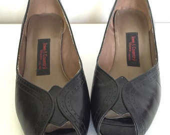 OuT On ThE ToWn - Vintage TOWN & COUNTRY Peeptoe Heels - Black Leather w/ Dot Detailing - Size 7.5 - 7 1/2 - Rockabilly Fashion