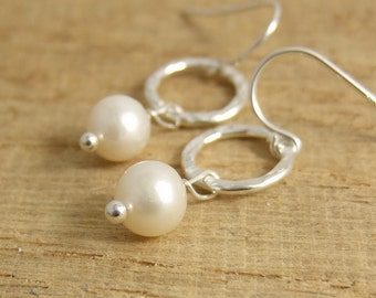 Earrings with Textured Loops and Freshwater Pearls CHE-170