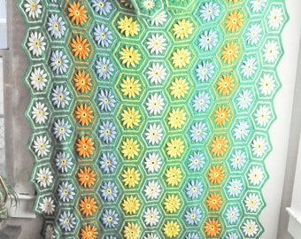 Vintage Green Afghan Blanket Hexagons with Multicolor Daisies Flowers