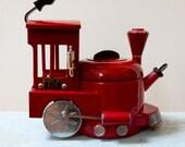 Kamenstein Locomotive Teapot Kettle Red Enamel Spinning Wheels Same As Michael Jackson Auction Collectible