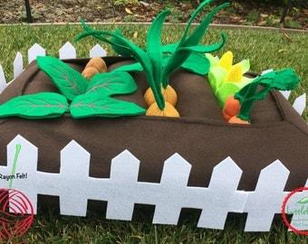Kids Felt Play Garden Plush Toy - Felt Garden with Pickable Felt Veggies - Felt Garden with White Picket Fence - Toddler Educational Toy