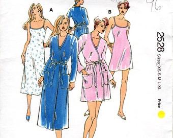 OOP 1990s Lingerie Nightgown & Robe Pattern - Vintage Kwik Sew 2528 - Bust 31 to 45 UNCUT