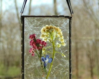 Stained glass pressed flowers suncatcher, spring home decor, summer garden, dried flower ornament, gift for mom, gift under 30, Mothers day