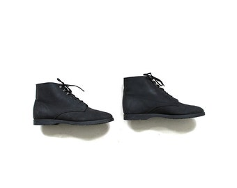 Vintage Ankle Boots 8.5 / Black Leather Boots / Lace Up Booties