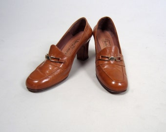 1940s loafer leather heels • vintage 40s shoes • brown loafers