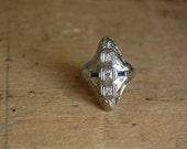 Edwardian 18K diamond sapphire filigree ring ∙ 1920s north south dinner ring