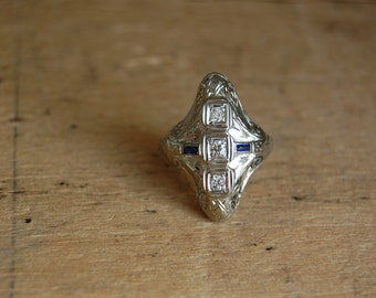 Edwardian 18K diamond sapphire filigree ring ∙ 1920s north south dinner ring