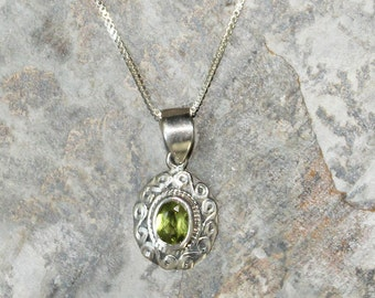 Peridot Necklace, Light Green Necklace, Natural Stone Necklace, Gemstone Necklace, Sterling Silver Necklace, Peridot Jewelry, Green Jewelry
