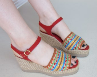 Vintage 1970s Esparille Sandals Red Canvas / 70s Woven Straw Wedge Summer Shoes Open Toe Mary Janes / 7