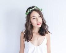 twiggy green and white rose hair wreath // woodland, berry twig headpiece, wedding hair accessory, headband, hair rose halo, crown.