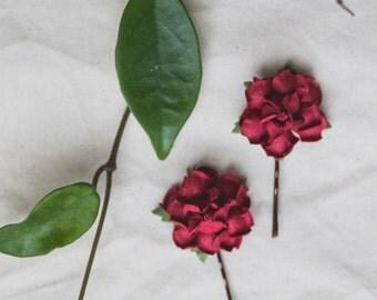 deep red burgundy flower hair pin // set of two / bridesmaid hair accessory, flower bobby pins, floral hair clip summer woodland garden