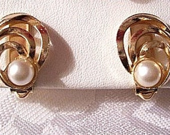 Oval Loop White Pearl Clip On Earrings Gold Tone Vintage Small Open Flat Band Rings