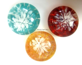 18mm Cabochons with White Flowers, Handcrafted Lampwork Glass