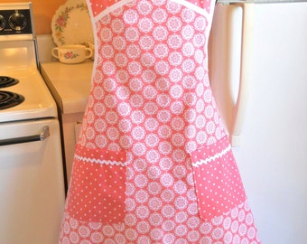 Old Fashioned Vintage Style Apron in Peach