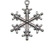 Silver Charms : 10 Antique Silver Snowflake Charms / Frozen Snow Winter Charms 29x22mm ... Lead, Nickel & Cadmium free 12740 J5E