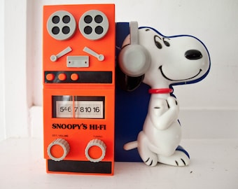 Snoopy Radio Tabletop In-Box Hi-Fi Beautiful Transistor Battery Operated Instruction Sheet Determined #405 Novelty 1966
