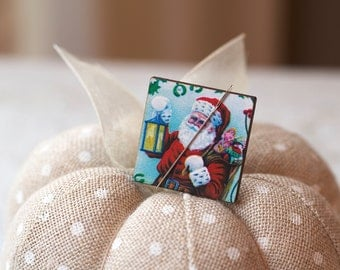 "Lantern Light Santa Claus Needle Minder : 1-1/16"" square magnet holder wood wooden Christmas December embroidery tool"