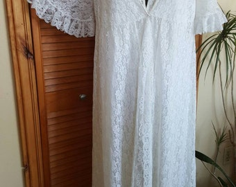 White Lace Nightgown and Robe by Jenelle of California