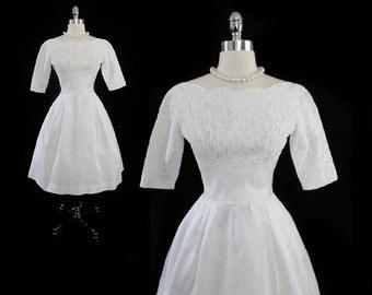 Vintage 60's 50's Dress - Vintage White Lace - Vintage Wedding Dress - Full Skirt - Court Train S