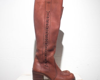 7 M | VTG 1970's Women's Tall Campus Leather Boots