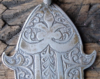 Moroccan silver hand engraved Hand  pendant (H)