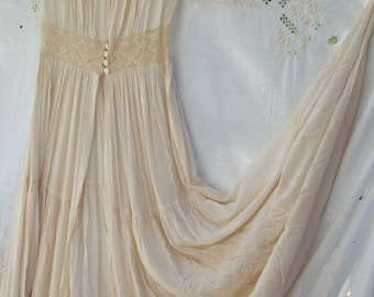 Antique 1930's Dressing Gown Bridal Peignoir ~ Cream White ~ Fine Lace ~ Fitted Waist with Shell Buttons ~ Tiered Skirt ~  Size Small