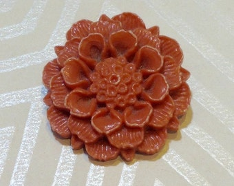 Pretty Vintage Flower Brooch