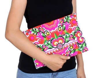 Gorgeous Blossom Clutch With Embroidered Pattern Fabric (BG306DW-84C24)