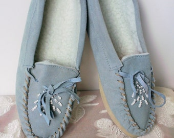 Vintage Womens or Girls Powder Blue Suede Beaded Moccasin Slippers Size 6.5