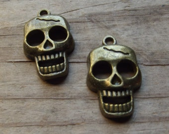 2 antique gold tone skull charms / Jewelry supplies / mixed media supplies / Halloween / Skeleton / Day of the dead / altered art