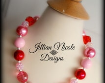 Valentine's Day Chunky Bubblegum Bead Necklace in Pinks and Red. Valentine Necklace, Bubblegum Necklace, Toddler Necklace