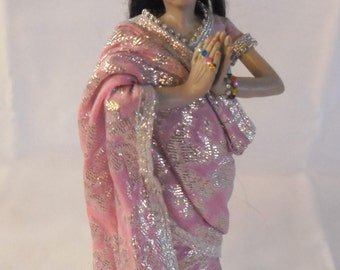 Dollhouse doll, India 12th Scale Doll i Saree, made by Linda Elgenes by Snowflake Miniatures
