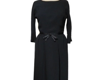 vintage 1960s little black wiggle dress / rayon / lbd / pinup pin up / bombshell / Mad Men / women's vintage dress / size medium