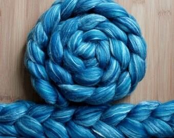 """Merino Silk 'GLISTEN Roving' in """"Summer Sky"""" colorway - Blue blends - Spinning Felting Braid Fiber"""
