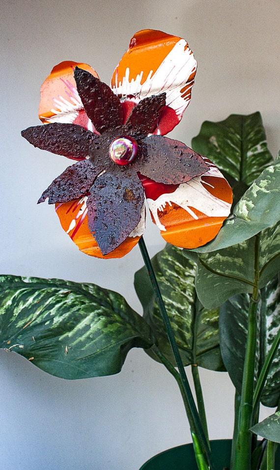 metal yard art flower orange white rust indoor outdoor wall. Black Bedroom Furniture Sets. Home Design Ideas