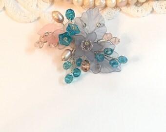 Pearl flower brooch, wedding brooch pin, bridal brooch, wedding jewelry brooch, mother of the bride brooch, crystal brooch, wedding brooches