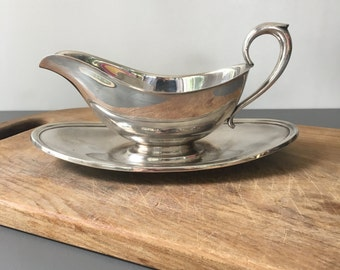 vintage silver gravy boat with fixed underplate Gorham Colonial silverplated