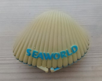 Vintage seaworld shell souvenir with a real Pearl