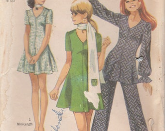 Simplicity 8881  Young Junior/ Teens' And Misses' Mini-Dress Or Tunic, Pants And Scarf.  Size 12  UNCUT