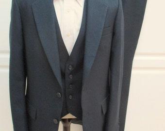 3 piece mens suit, 3 piece Navy blue pinstripe suit, Campus Esprit Suit , American Hustle suit,  Anchorman, mid century suit, business suit