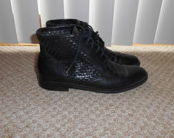 Vintage 80's-90's Black Woven Leather Lace Up Boots - Size 6.5 N