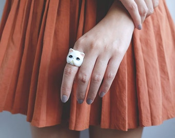 Jumpee , White Persian Cat Ring