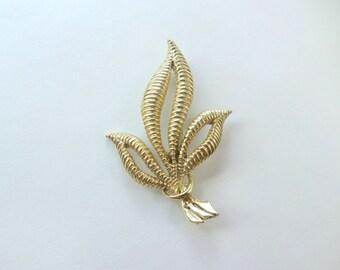 Gold Leaf Brooch Open Leaf Pin Textured Gold Leaf Brooch Pin Scarf Pin Coat Pin Jacket Pin Lapel Pin Vintage Gold Leaf Brooch Pin Jewelry