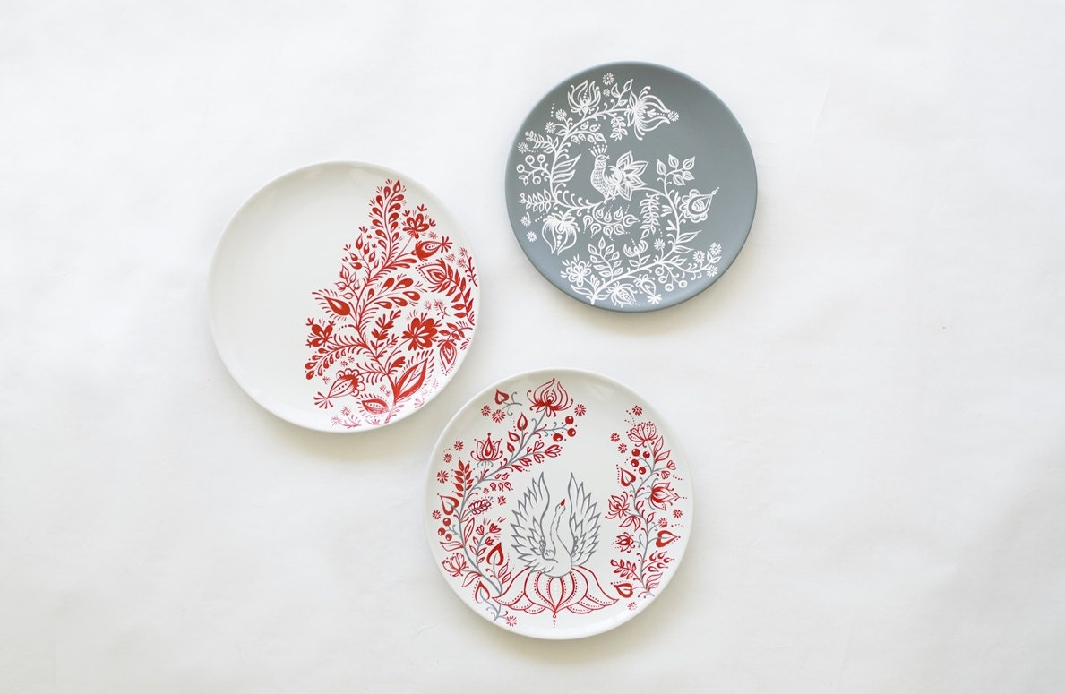 Decorative plate set white red grey plates painted plates for Decor plates