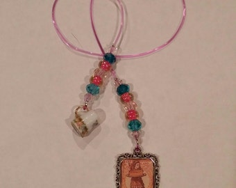 Alice in Wonderland Beaded Bookmark -Teeny China Cup!
