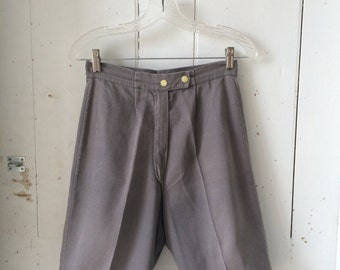 1950s Mid Century Marilyn Monroe PIN-UP Grey Cotton Twill High Waisted Bermuda Shorts Size 6 / 8