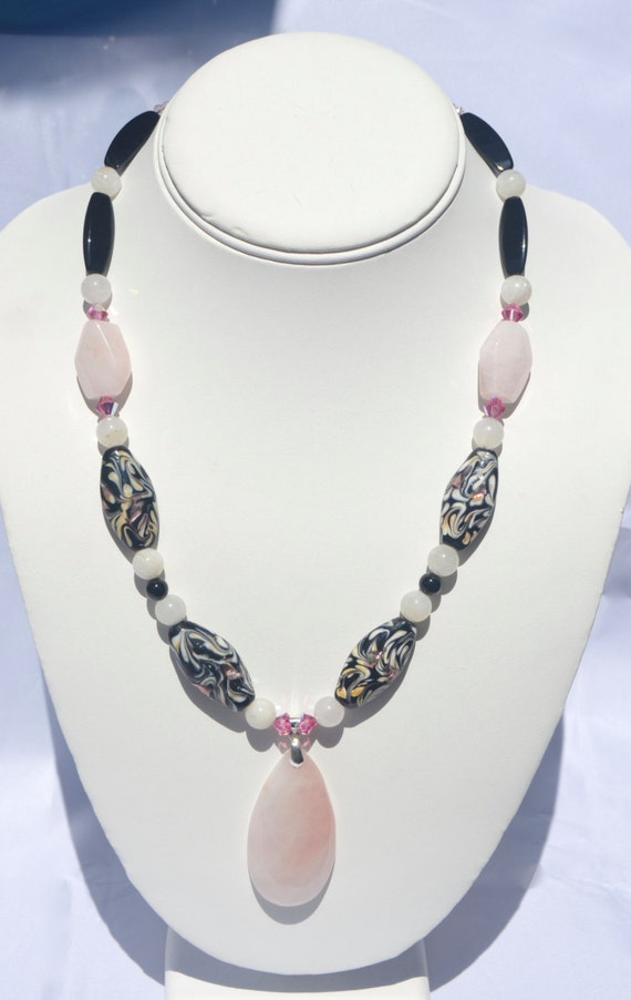 "19"" Rose Quartz and Black Onyx Necklace with Pendant"