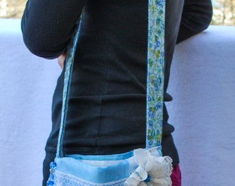Womans spring purse with matching wristlet